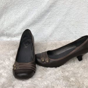 Mudd faux leather brown low heel size 8.5